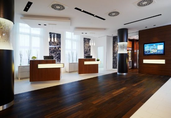 Courtyard by Marriott Cologne: Welcome Pedestals
