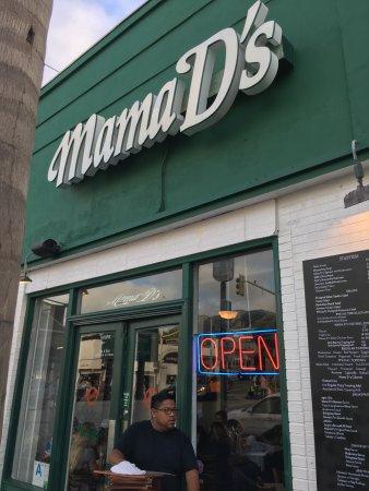 Mama D's Italian: Entrance