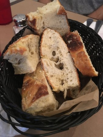 Mama D's Italian: Easy on the bread