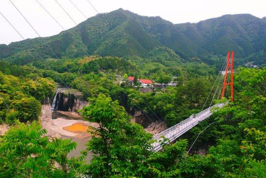 Kobayashi, Japan: ままこ滝と大吊橋