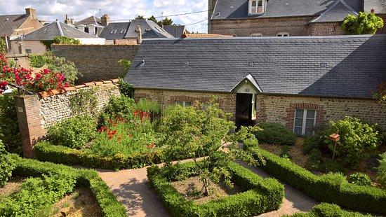 L 39 annexe maison du cur vue de la terrasse arri re de l for Annexe maison