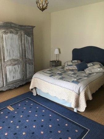 Vernou-sur-Brenne, فرنسا: Une chambre  spacieuse avec possibilité de coucher un enfant dans ce lit bateau