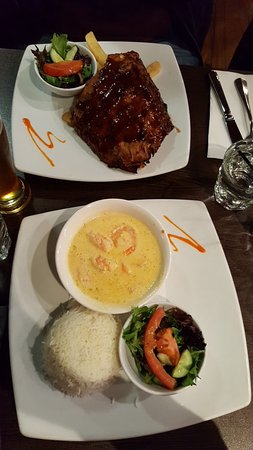 Rouse Hill, Australien: Half rack ribs & garlic prawns.