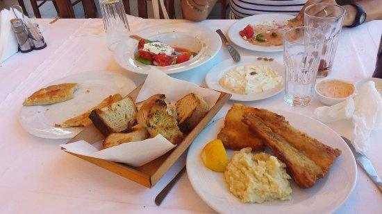 Kefalas, Grecia: received_10154510771462000_large.jpg