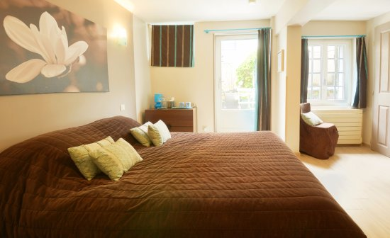 Saint pierre appart 39 s hotel b b chartres france voir for Appart hotel chartres