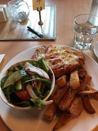 Dalyston, Australia: Chicken parmigiana was delicious.