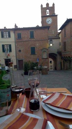 Hosteria La Vecchia Rota: Piazza ristorante