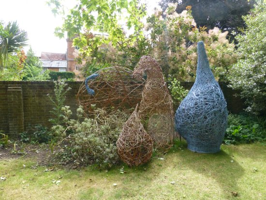 Romsey Abbey: Wicker sculptures in the grounds