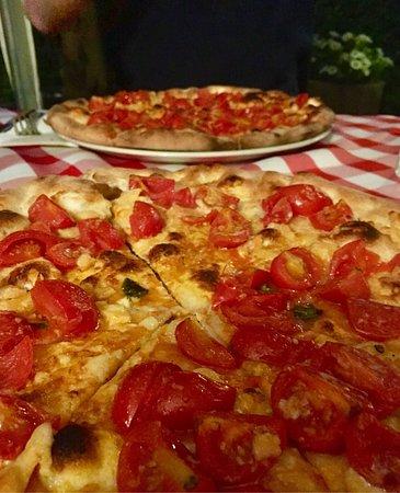 Wernau, ألمانيا: Pizza con pomodorini e caciocavallo