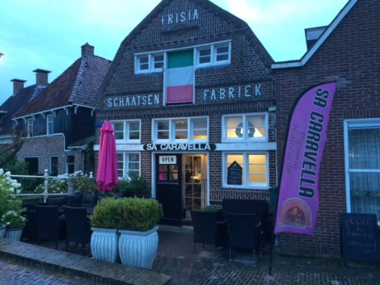 IJlst, Ολλανδία: Sa Caravella op de foto gezet na ons diner op 29 juli 2017