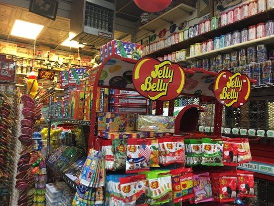 Economy Candy: Un mondo di caramelle