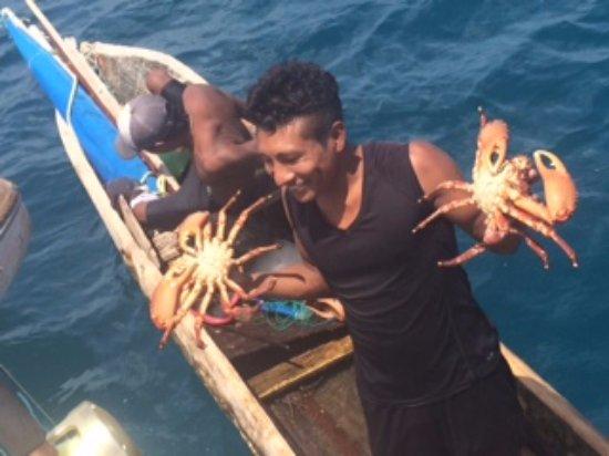 El Porvenir, Panama: Comprando cangrejos