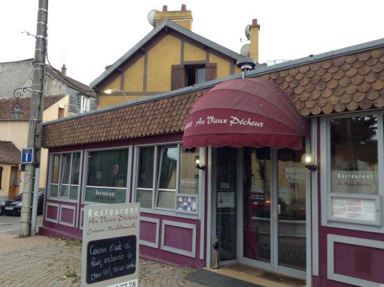 Limay, Frankrig: Façade du restaurant.
