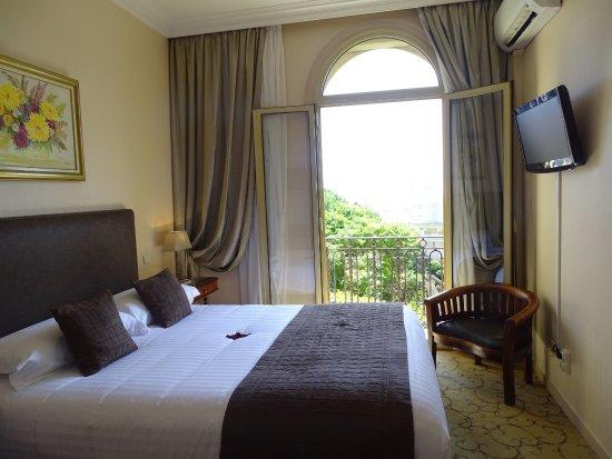 Hotel du Petit Palais: OUR BEAUTIFUL ROOM