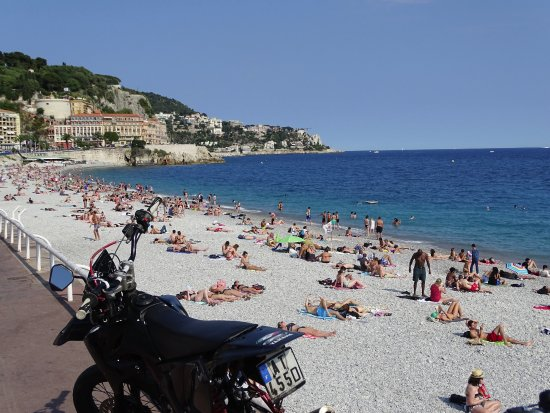 Hotel du Petit Palais: DELIGHTFUL WALK TO OLD TOWN AND BEACH.