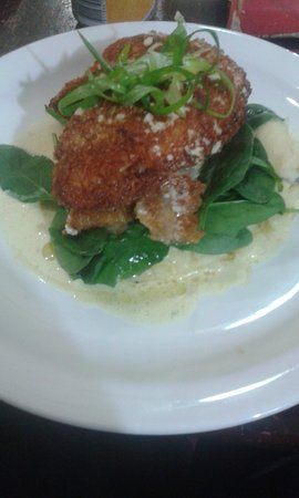 Greenock, ออสเตรเลีย: Chicken Kiev, nice and moist, not dry and very filling