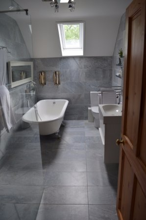 Courleigh House Wet Room With Roll Top Bath