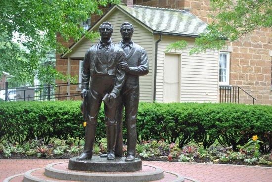 Carthage, IL: Joseph and Hyrum Smith