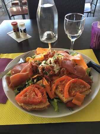 Vauvert, France : Salad Paysanne - fantastic!!