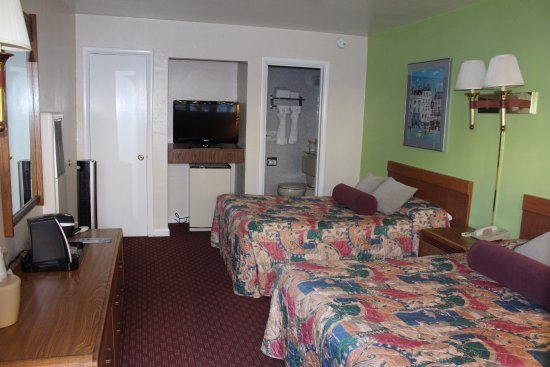 Town House Motel Picture