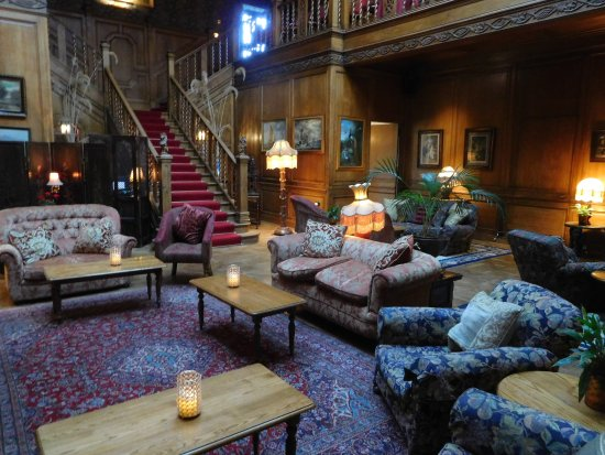 Lands of Loyal Hotel: Cosy seating