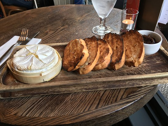 Montpeliers Edinburgh: Sharing: baked camembert with chunky tomato bread and red onion marmalade