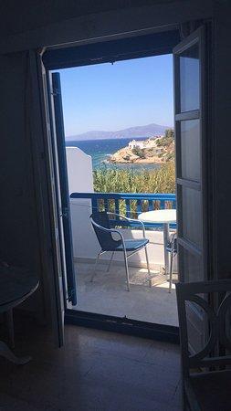 Poseidon Hotel - Suites: Vue de la piscine et des chambres. Toutes les chambres sont bien orientees et au calmes.