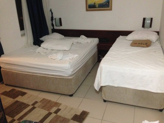 Hotel Lunay: no room service for 3 days, no bed sheet change and towels