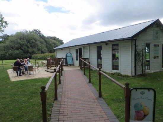 Birchington, UK: Outside seating area