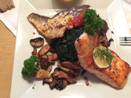 Falken Restaurant: Duo de poissons