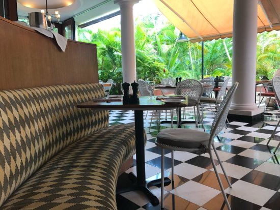 Longhi's Wailea: Cute and relaxing decor