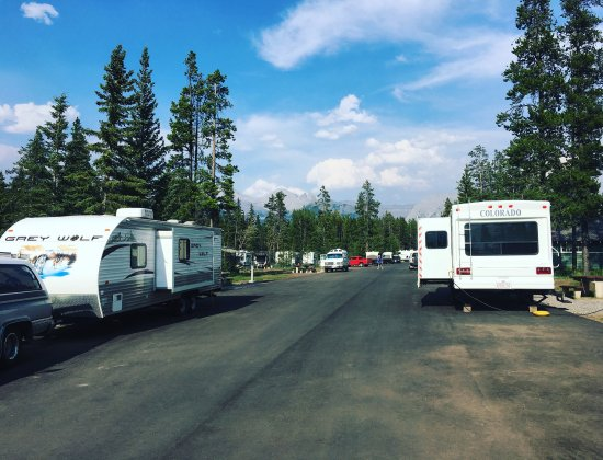 Tunnel Mountain Village II Campground: Camping in a National Park parking lot