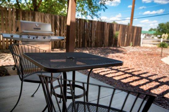 Chino Valley, AZ: Casita Queen Suite -  Private Patio View