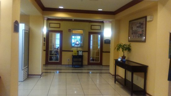 Holiday Inn Express Tampa Fairgrounds: Lobby and entrance into Breakfast Room