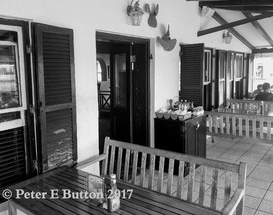 White Horse Pub & Restaurant: White Horse pub, The Square, St George's, Bermuda