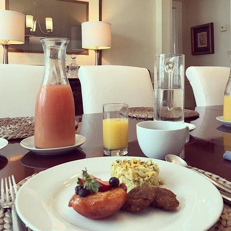 The Inn on Turner: Gourmet breakfast in the dining room.
