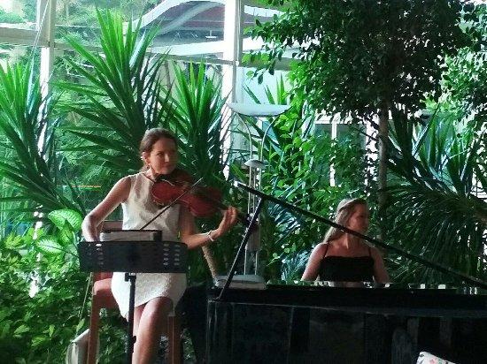 Sealight Resort Hotel: музыка в баре у ресепшен. Восхитительно!