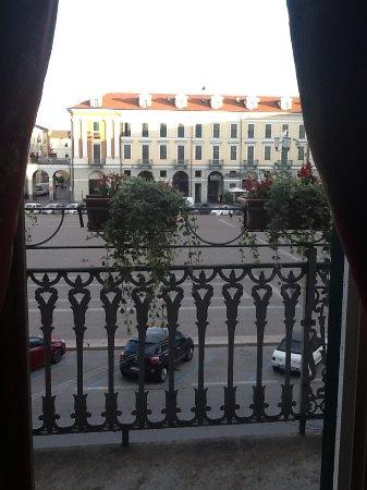 Best Western Hotel Principe: La place Galimberti