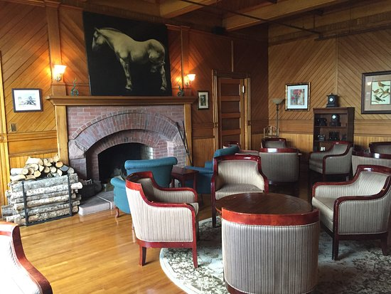 One of the lounging rooms - Dalvay By The Sea