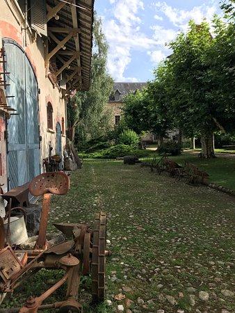 Avressieux, France: Fint besøk på slottet. Anbefales. Alle beskrivelser på fransk. Fantastisk samling og rehabiliter