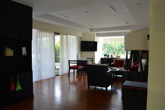 Stanza di soggiorno di Suite vista mare - Picture of Club Med Bintan ...
