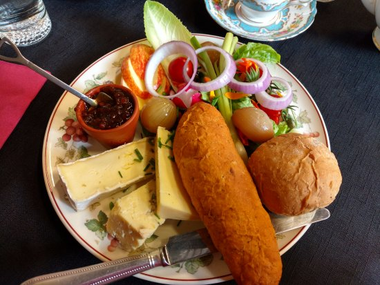 Whitchurch, UK: cheese ploughmans
