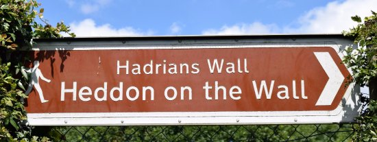 Heddon-on-the-Wall, UK: Sign post in town