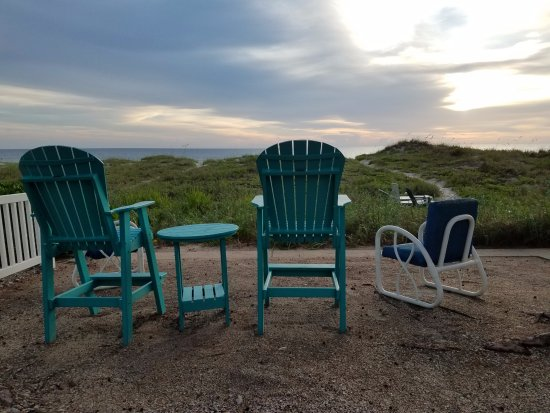 Sandy Shores : More seating on the grounds with ocean views