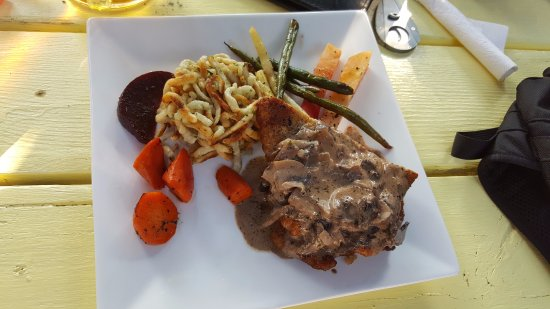 Landgasthof Crowsnest Vineyards: Schnitzel