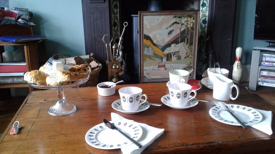 Llanfair, UK: The beautiful tea and scones when we arrived to check in .