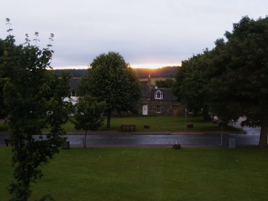 Tomintoul, UK: Sunrise and the Square taken from our room
