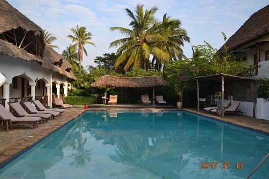 Zanzibar Retreat Hotel: Poolområdet. Rummen ligger alldeles intill.
