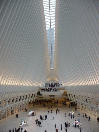 Best Western Plus Hospitality House: Intérieur de Ground Zero au pied de One World Center, la nouvelle tour de NYC avec 104 étages