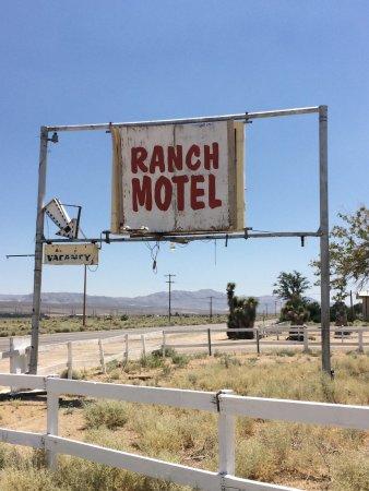 Olancha, CA: Die Hotelanschrift an der Strasse